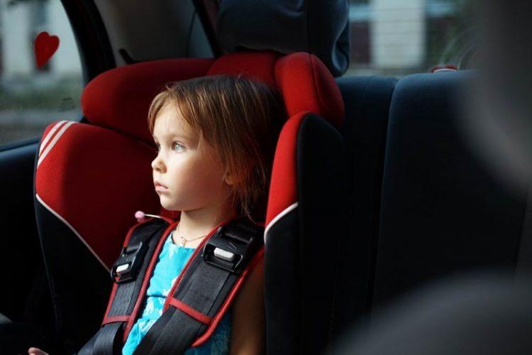 Почему нельзя оставлять ребенка в машине: 9 причин