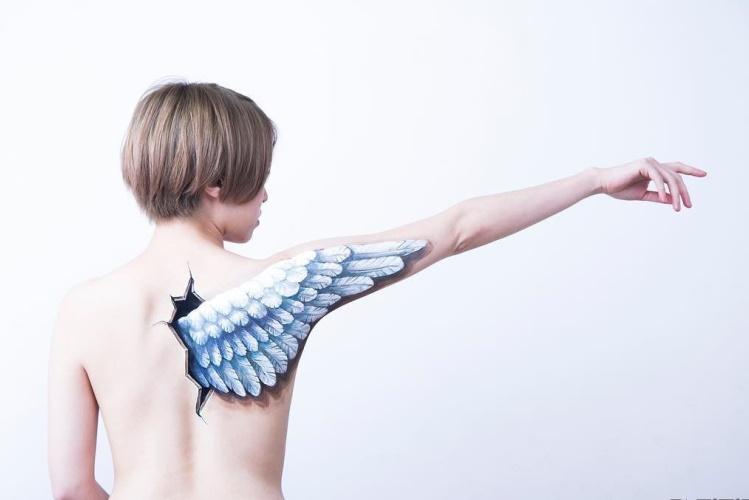 Невероятный боди-арт: 35 рисунков-иллюзий на теле