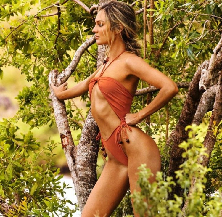 zvozdy v bikini Candice Swanepoel in Kenya