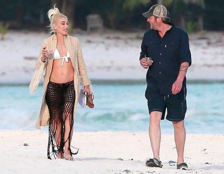 zvozdy v bikini Gwen Stefani and Blake Shelton in Mexico