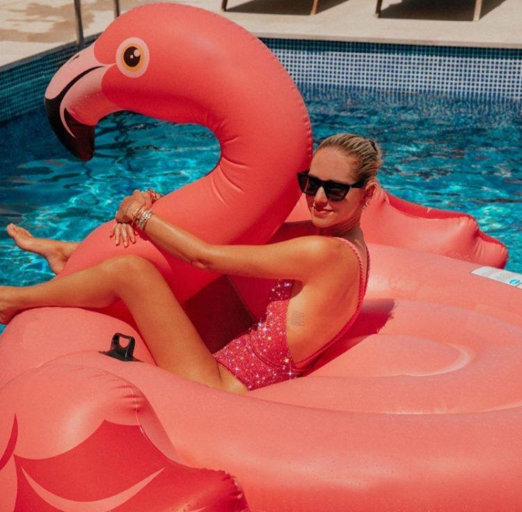 zvozdy v bikini Chiara Ferragni in Ibiza Spain