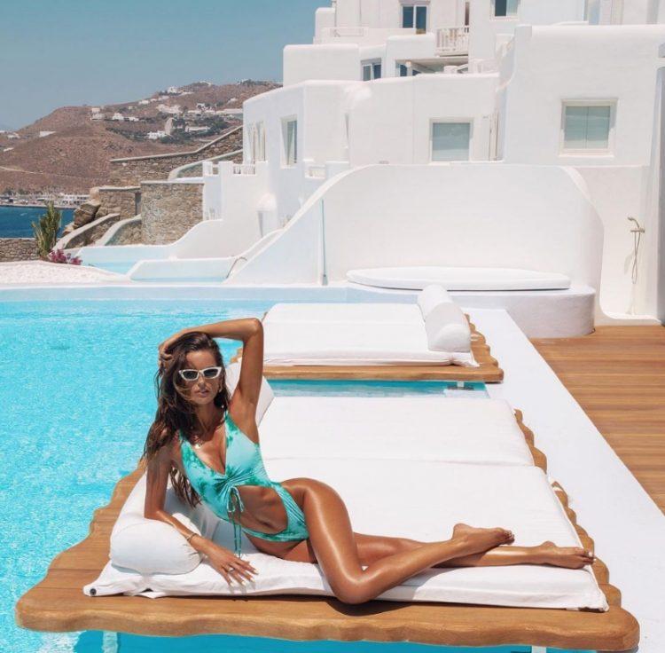 zvozdy v bikini Izabel Goulart in Mykonos