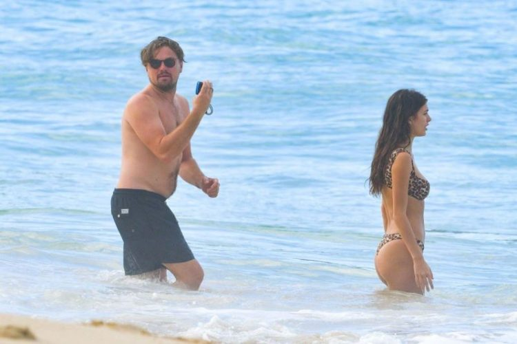 zvozdy v bikini Leonardo Dicaprio and girlfriend Camila Morrone
