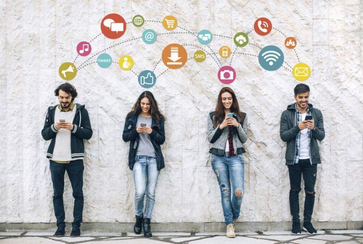 Что вытворяют соцсети: 21 уловка для вашего мозга