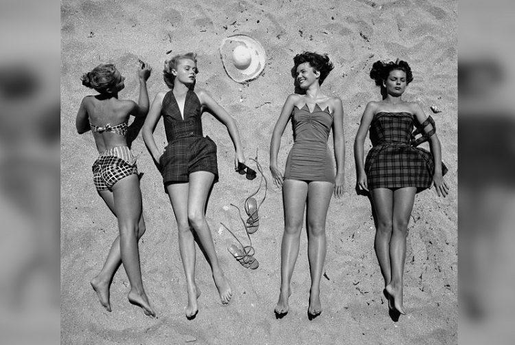 ретро девушки на пляже